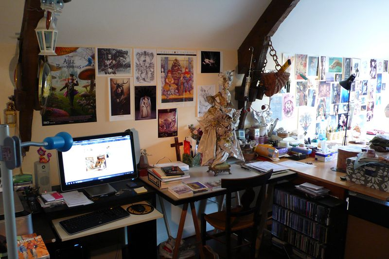 Virginie's desk 1