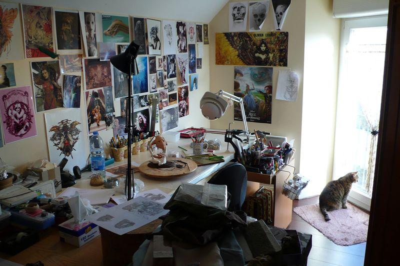 Virginie's desk 5