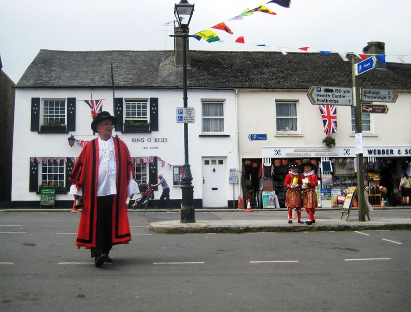 The Town Crier and his two assistants
