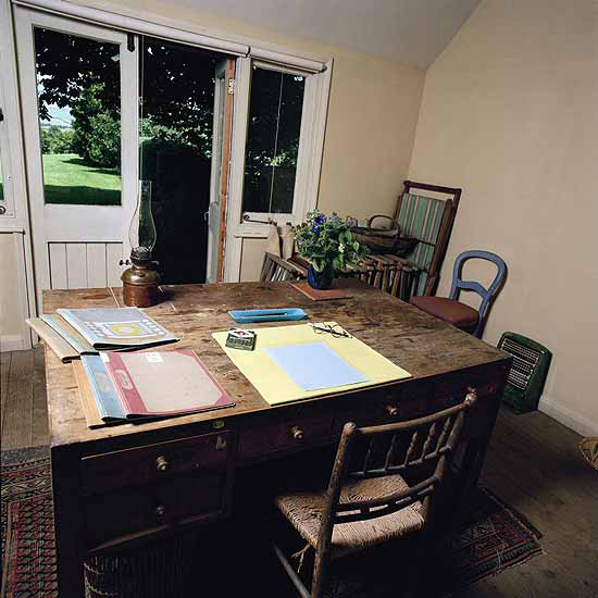 Virgina Woolf's writing shed