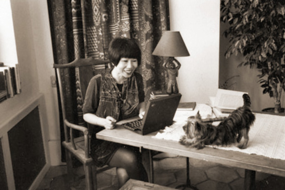 Amy Tan and her dog (photograph by Jill Krementz)